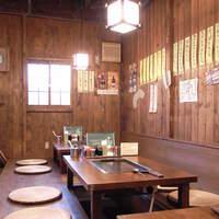 かっぱ祭り - 店内は掘りごたつ3席、テーブル4席、個室1部屋になります。
