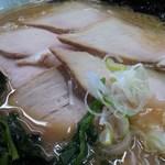 西山家 - チャーシュー麺のアップ