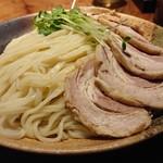 104111226 - 「カレーちゃーしゅーつけ麺(大盛400g)」の麺