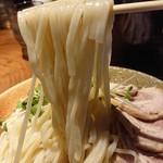 らぁめん真 - 「カレーちゃーしゅーつけ麺」の麺のアップ