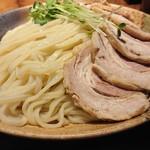 らぁめん真 - 「カレーちゃーしゅーつけ麺(大盛400g)」の麺