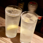 餃子とスパークリング バブルス - レモンサワー