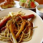 山小屋 - あんかけスパゲティ600円+サラダセット200円