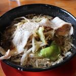 神戸ちぇりー亭 - ド根性の醤油(780円、斜め上から)