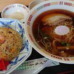 ラーメン工房 憩 - 料理写真:Aセット(ラーメン+五目炒飯)