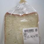 スーパーマーケット三徳 - 料理写真:角型食パン