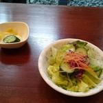 西洋割烹柏葉亭 - ビジネスランチのサラダとお漬物