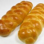 やまなみ - 三つ編みパン115円(税込)
