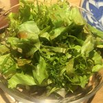 焼鳥今井 - ナチュラルな葉っぱのサラダ