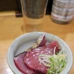 酒と魚 希唯 - お通し(カツオのタタキ) 150円