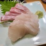 酒と魚 希唯 - 平スズキ刺身 380円と石鯛刺身 380円