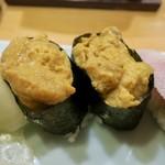 酒と魚 希唯 - 生うに寿司(2貫) 480円