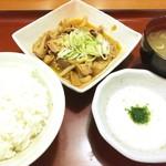 山田うどん - 【パンチ定食(もつ煮込み)¥610(税込)】       とろろ・スープ・中ライス付き