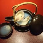 鉄板焼 黒田屋 - ハマグリの土瓶蒸し