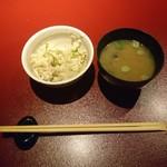 鉄板焼 黒田屋 - しらすがいっぱいのご飯と蜆のお味噌汁