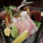 三文字 - 料理写真:お造り盛り合わせ!凄く豪華✨ 和歌山の鮃、淡路島の石鯛、静岡の一本釣り鰹、高知の平鯵