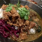 中華料理 八戒 - 大海老とほうれん草のほろほろ鳥出汁カレー 魯肉トッピング