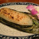 ソムオー - 「カーウニアウピン(1本)」(バナナと餅米のココナツ風味焼き)