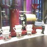 カンダコーヒー - 抽出用のグラス(提供は紙カップ)