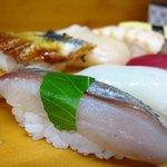 幸寿し - 地捕れの魚を盛り込んだお勧めにぎり(アップ)