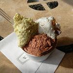 アリエッタ デル ジェラート - 料理写真: 「ピスタッキオ」(PREMIO)、「チョコラートXO」、 「アマレッティ」