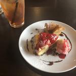 Hanna - ランチのデザート(いちごタルト、パリブレスト)