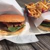 ビンゴバーガー - 料理写真:ベーコンバーガーとチーズバーガー