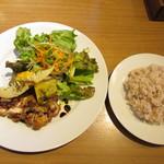 カフェルード - 鶏もも肉のロースト バルサミコソース 粒マスタードとグリーンサラダ添え・雑穀米