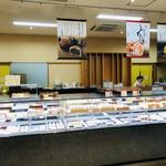 104170022 - 店内は看板商品のいちご大福を始め、様々な甘味が揃っています(о´∀`о)