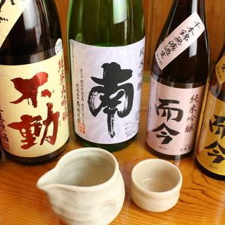 天ぷらにはすっきりとした日本酒を合わせて。ぐいっと1杯…。