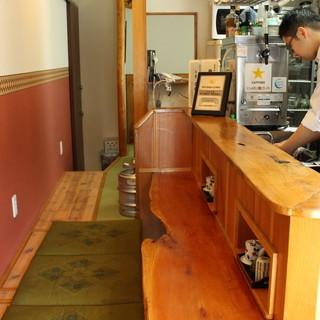 掘りごたつ式の【カウンター席】で、揚げたての天ぷらに舌鼓。