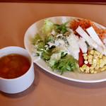 マリノ - 野菜たっぷりミネストローネとサラダ