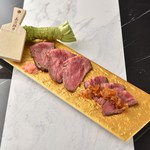 "KUJIRA - 料理写真:肉は和牛のいちぼを使用。 シェフ考案の""黒酢ジュレソース"" と徳川家献上のワサビを添えて とにかく贅沢な逸品。"