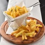 KUJIRA - 料理写真:定番と思って食べてみたらびっくり!KUJIRA のフレンチフライは違います。 ガーリック&トリュフの風味