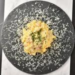 KUJIRA - goldenpotato100%インカのめざめを使用 北海道産のインカのめざめの素材の良さを生かしたポテトサラダ。 〜パルミジャーノの粉雪を添えて〜