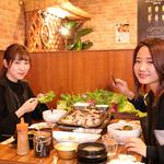 神戸サムギョプサル - 内観(テーブル)
