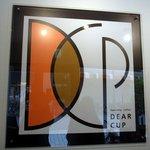 DEAR CUP - お店の看板です。 お洒落ですよね。 デザイン力を感じます。 goodデザインですよね。