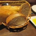 メッシタ パーネ エ ヴィーノ - 自家製パン