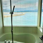 エピカリス - 海が見えるバスルーム