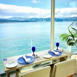 104205778 - 海を眺めながらの朝食