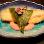 天麩羅とお蕎麦 三輪 - 何かの魚の柏餅風