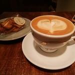 ポルタコーヒースタンド - アーモンドココナッツラスク、カフェラテ