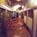 松鯉 - 橋を渡ってお部屋へ