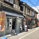 C.cafe - 場所は天五中崎通り商店街の外れ コアラ食堂の隣