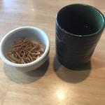 生そば あずま  - 料理写真:揚げそば? お茶!