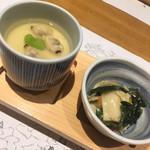 虎連坊 - お通しーそら豆とあさりの茶碗蒸し、菜の花と筍のおひたし