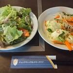 和食処 田舎家 - 無料のサラダと漬け物など