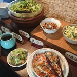 和食処 田舎家 - 「ご自由におとりください」