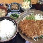 理尾レストラン - 豚ロースとんかつ定食