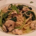 モンステラ - 小松菜と牡蠣のペペロンチーノ